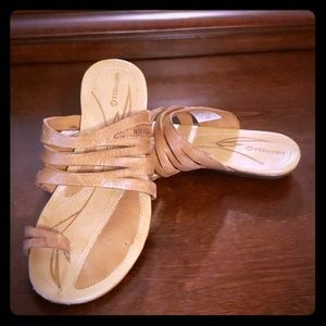 Merrell Leather Sandals/Flip Flops with Toe Strap